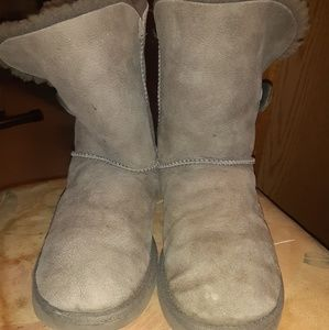 2 pairs of uggs!!!